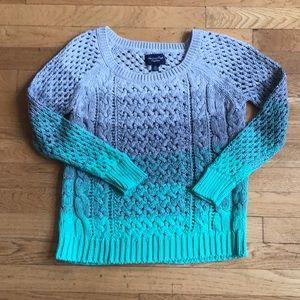 American Eagle Gray Sweater Size Small